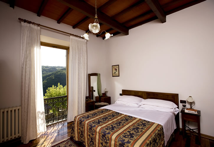 Castel d 39 acone lussuosa villa con piscina nel chianti for Mobili 800 toscano